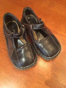 Coasters brown shoes size 9