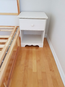 KIDS night stand + small dresser- Table de nuit enfant et rangem