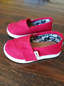 Toddler TOMS, Size 5T Classic red Canvas - Brand New
