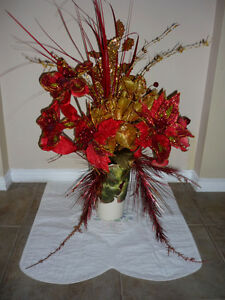 bouquet of Red and Gold Christmas flowers ... As shown Cambridge Kitchener Area image 3