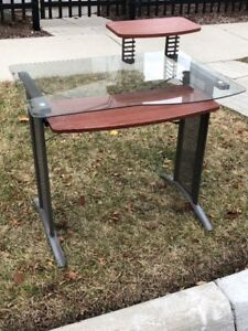 Small computer desk excellent condition $20 takes it