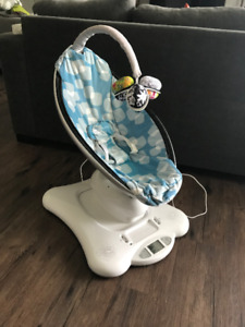 Mamaroo for sale - excellent condition