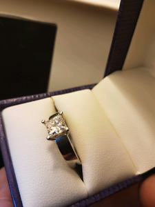 Full Carot Princess Cut Diamond Solitare Engagement Ring