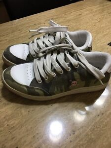 GIRLS / WOMENS (camo, pink skull) SKATER / SNEAKERS - size 7.5