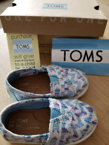 TOMS girls toddler size 5 shoes