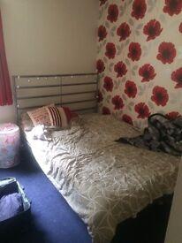 Mon-fri double room available in Edinburgh