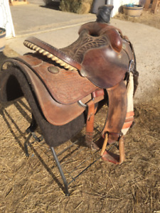 Calf roping saddle