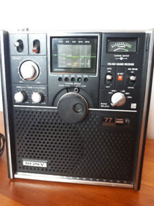 Rare Vintage 1973 radio onde courte 5 band SONY