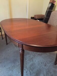 Dinining table $300.00 Great Condition