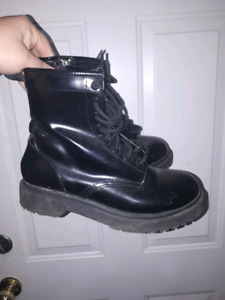 Boots size 8 $10