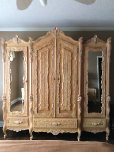 Distinguished blond hardwood bedroom set BEST OFFER