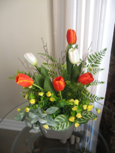 BEAUTIFUL  FLORAL ARRANGEMENTS - BRAND NEW