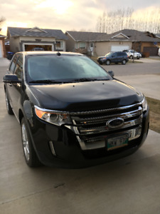 2014 Ford Edge Limited with VERY low kilomtres