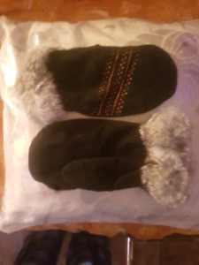 Beautiful/Warm Never Worn Handmade Real Fur/Leather Mitts/Gloves