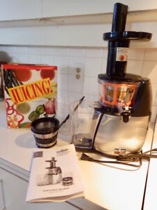 Salton VitaPro Plus Juicer & Smoothie Maker (*new*)