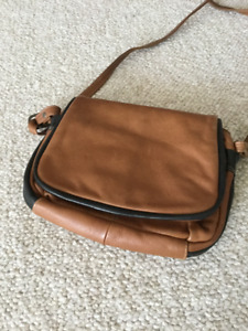 Lovely LEATHER fully lined PURSE **DEREK ALEXANDER