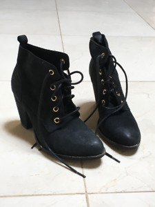 Steve Madden Lace up Fall Boots