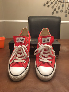 Converse: ALL*STAR (Mens size 7.5)