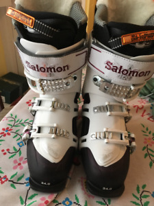 SKI BOOTS - Salomon Quest 10 w24.0 - SIZE 8.5 for WOMEN