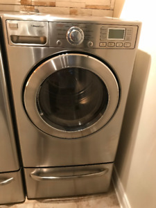 LG washer and dryer with 2 pedestals