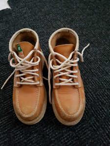 Used JB Goodhue boots