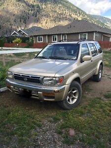 1999 Nissan Pathfinder SUV, Crossover