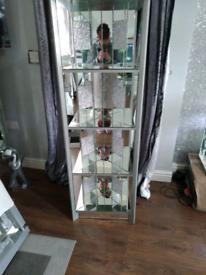 Corner display unit mirror and sparkle