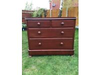 Stunning chest of solid mahogany drawers