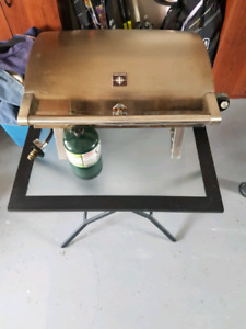 Tera Gear BBQ w/stand and bottle
