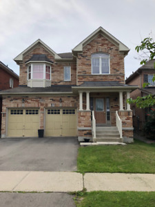 4 Bedroom Detached House for Rent Aurora. Great Location!
