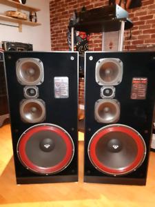 Cerwin Vega floor standing 15 inches 405 rms speakers