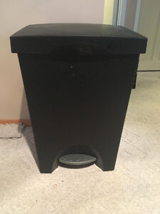 Garbage Can - Recycling and Garbage