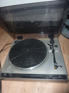 3 turntables, stereo receiver - as is