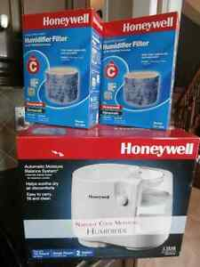 Honeywell Humidifier, 2 gal. Includes 2 new filters