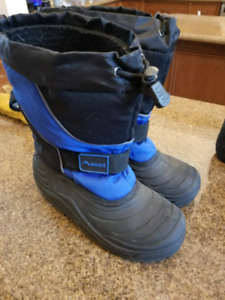 Ascent Winter Boots - size 6
