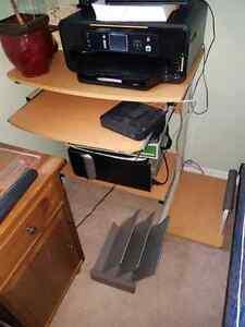 Computer Desk - $35 obo Oakville / Halton Region Toronto (GTA) image 1