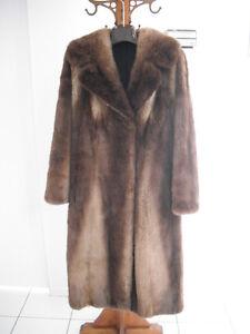 Manteau de fourrure en loutre