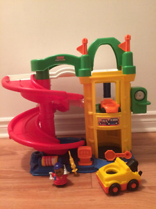Garages Little People Fisher Price en excellent état