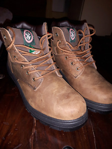 BRAND NEW MEN'S SAFETY BOOTS SIZE 10