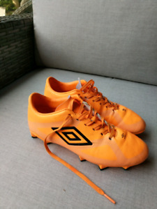 Umbro soccer shoes boys or girls size 5.5