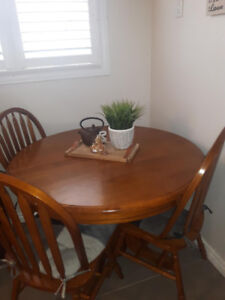 7 piece - Solid wood dining table for sale!