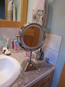MAGNIFY MIRROR - MODEL BE104X