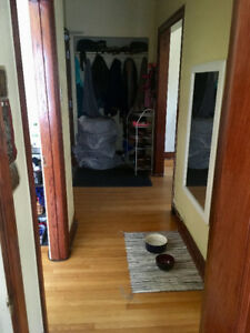 $900/1 bedroom + den, dog & cat friendly, JUNE OR JULY 1st AVAIL