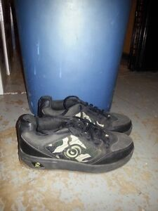 BOYS SPINNERS ROLLER SHOES SIZE 5 YOUTH