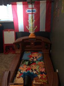 Little Tikes Pirate Toddler Bed St. John's Newfoundland image 2