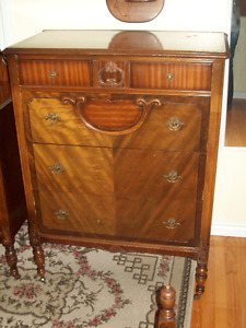 3 PIECE ANTIQUE BEDROOM SET