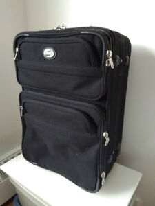 """American Tourister 24"""" Luggage Bag / Suitcase on Wheels"""