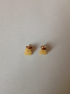 18 Carat pure gold teddy bear earing for sale