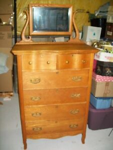 BEAUTIFUL VINTAGE SIX DRAWER DRESSER