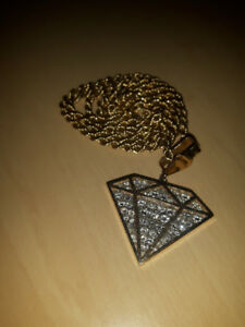 Gold chain and gold pendant